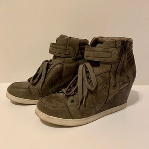 Candies Taupe Wedge Sneaker - Size 10